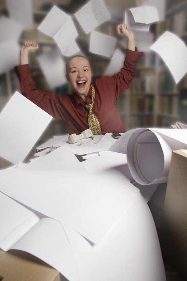 Liberdade - mulher de negócios em seu escritório imagem de stock royalty free