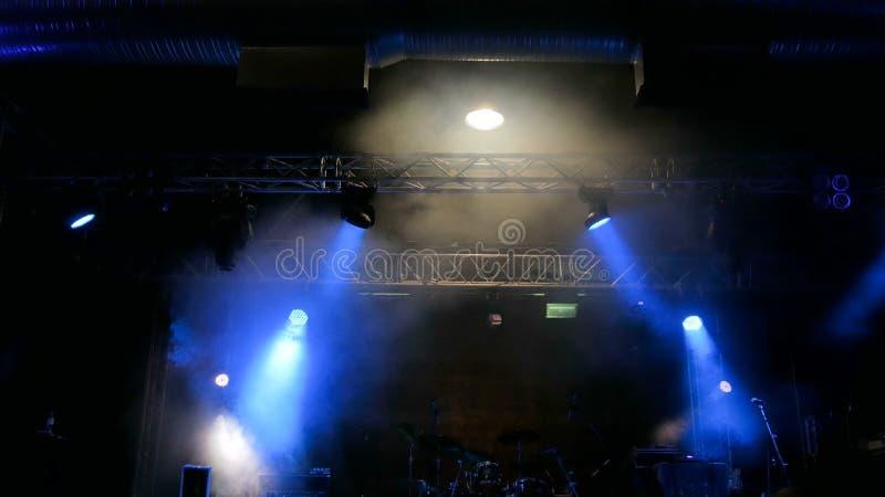 Liberi la fase con le luci prima del concerto fotografie stock libere da diritti