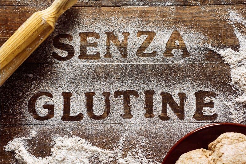 Libero del glutine del testo scritto in italiano immagini stock