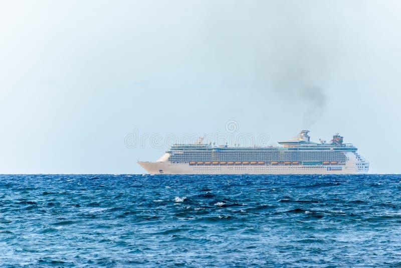 Libert? di Royal Caribbean della nave da crociera Falmouth di partenza, Giamaica dei mari fotografie stock