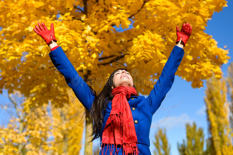 Libertà e felicità in autunno fotografie stock