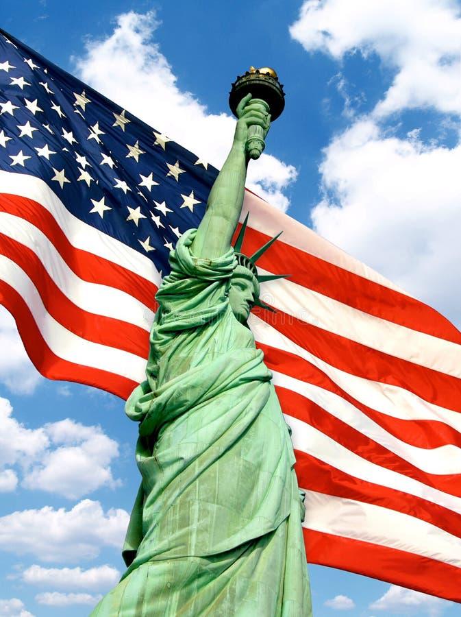 liberté d'indicateur américain au-dessus de statue photographie stock libre de droits