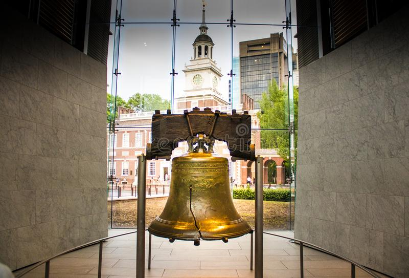 Liberty Bell - een iconisch symbool van Amerikaanse die onafhankelijkheid, in Philadelphia, Pennsylvania, de V.S. wordt gevestigd stock foto