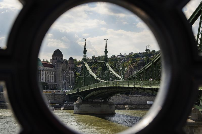 Liberty Bridge över therfloden i Budapest royaltyfri bild