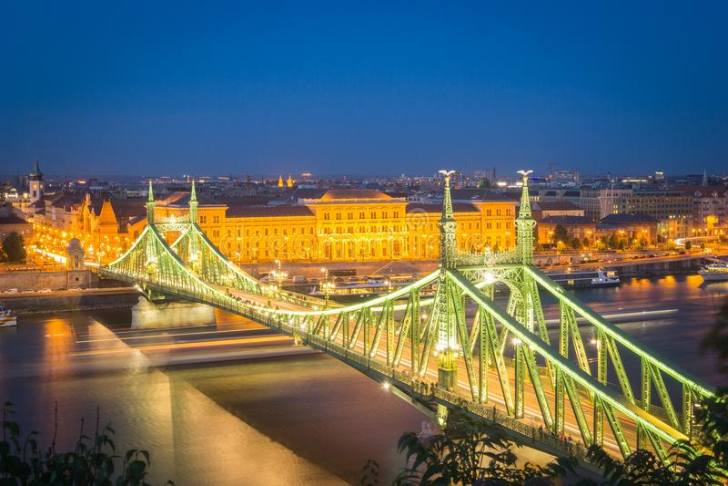 Liberty Bridge al crepuscolo immagini stock libere da diritti
