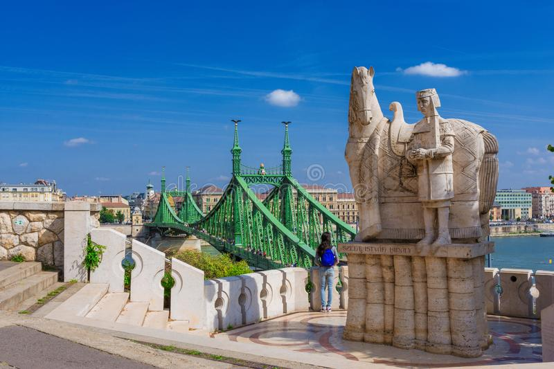 Liberty Bridge a Budapest dalla collina di Gellert fotografia stock