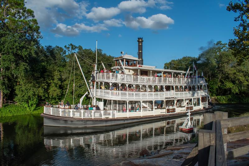 Liberty Square Riverboat vid Magic Kigndom 1 arkivfoton