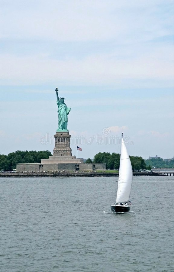 Free Liberty Statue And Ship Stock Image - 3898441