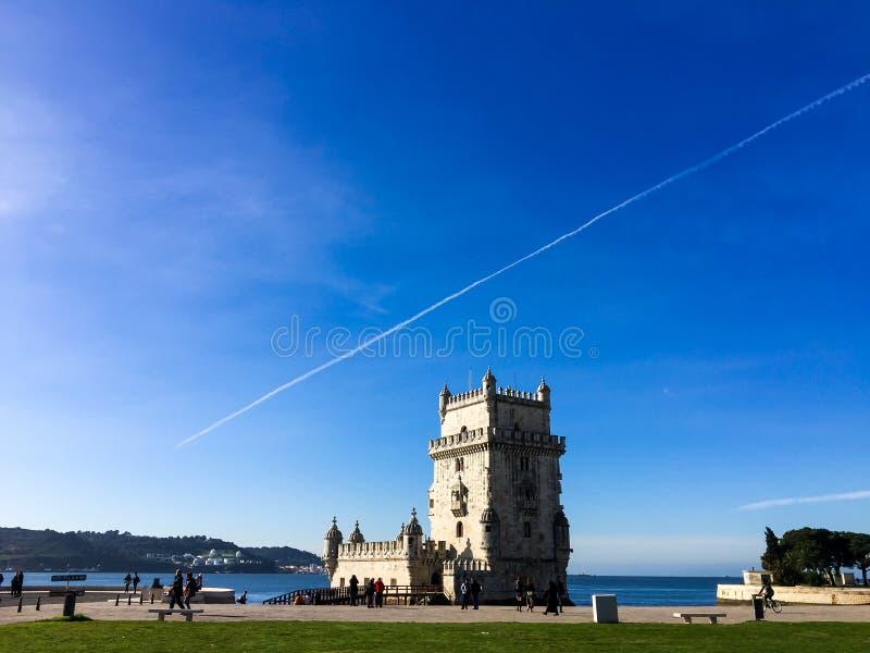 Libon, Portugal - 5. Oktober 2018: Belem-Turm gegen blauen Himmel in Lissabon, Portugal lizenzfreie stockfotografie