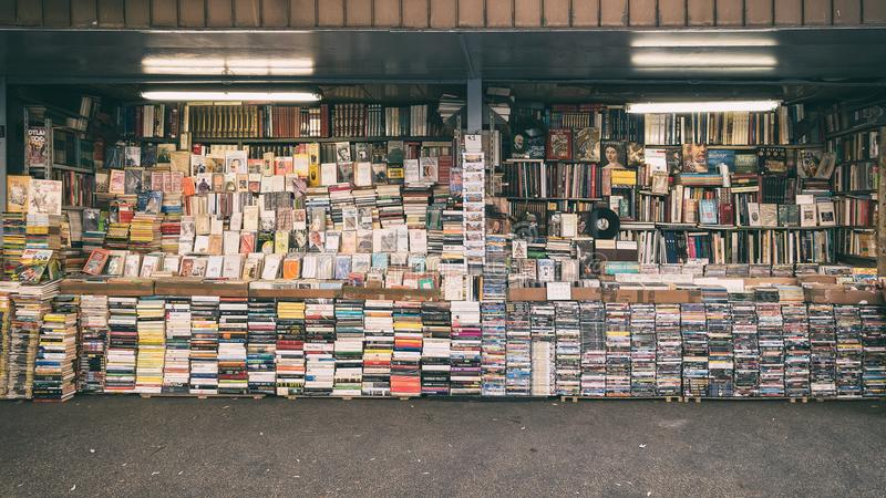 Librairie d'occasion près de della Republica de Piazza images stock