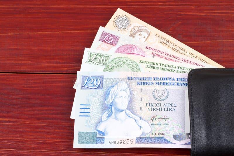 Libras chipriotas en la cartera negra imagen de archivo libre de regalías