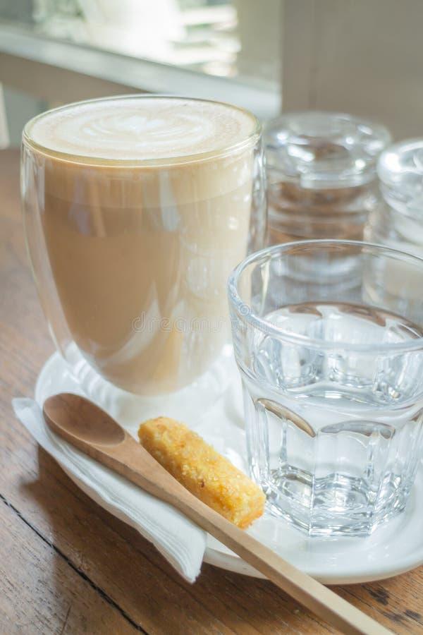 Libre vierta el latte caliente del café imagen de archivo libre de regalías