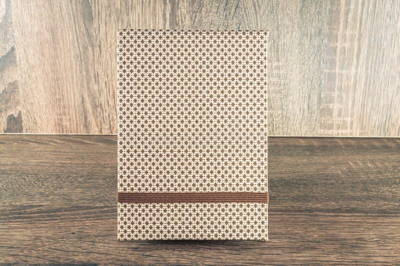 Libreta hecha a mano adornada con la tela usada para escribir recordatorios de su vida o negocio fotos de archivo libres de regalías