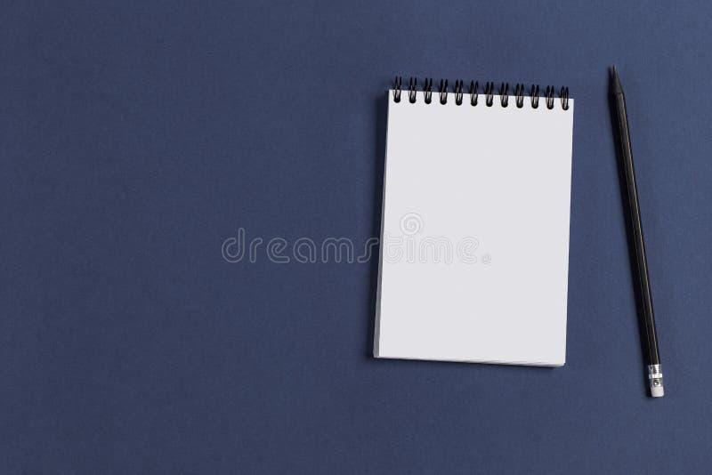 Libreta y lápiz fotografía de archivo