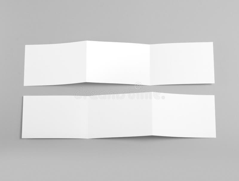 Libretto piegante in bianco della pagina su fondo grigio immagini stock libere da diritti