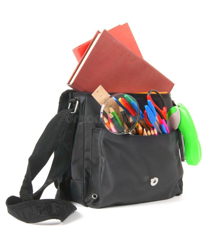 Libri, accessori della scuola e uno zaino fotografia stock