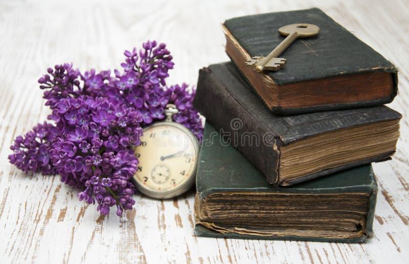 Libri antichi e vecchia chiave fotografia stock