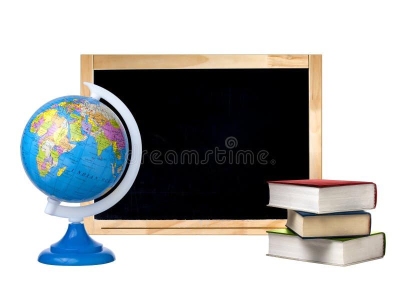 Libri in bianco della pila del globo della lavagna isolati immagine stock libera da diritti