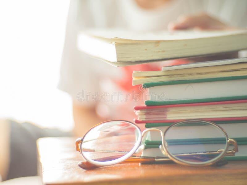 Libri colti, conoscenza di aumento il fine settimana immagine stock libera da diritti