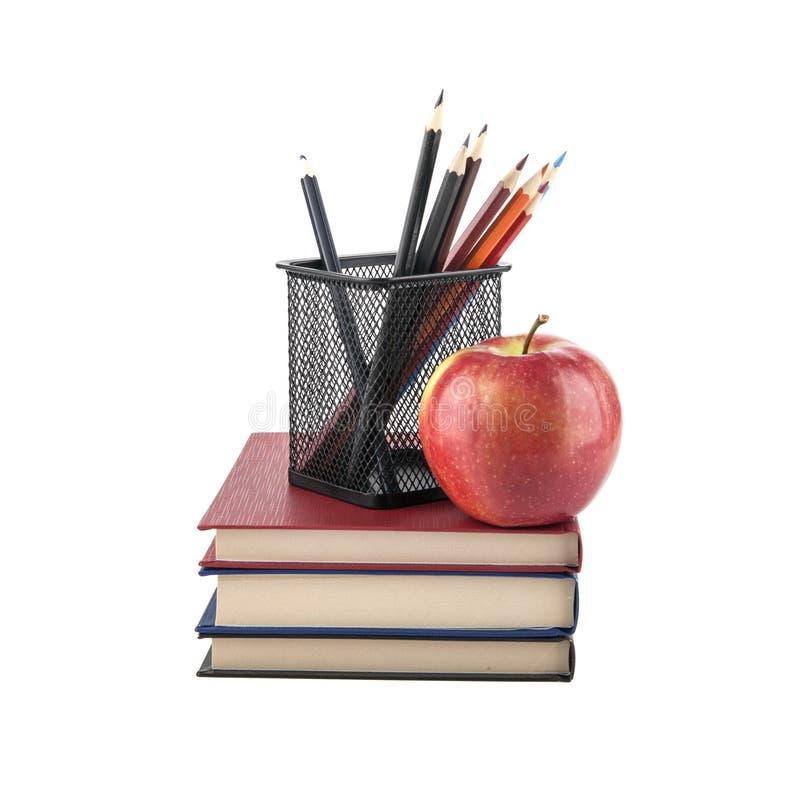 Libri con le matite isolate su bianco immagini stock libere da diritti