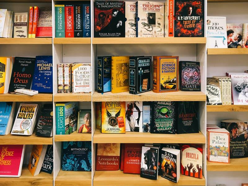 Libri della letteratura della fantascienza da vendere negli scaffali della libreria fotografia stock libera da diritti