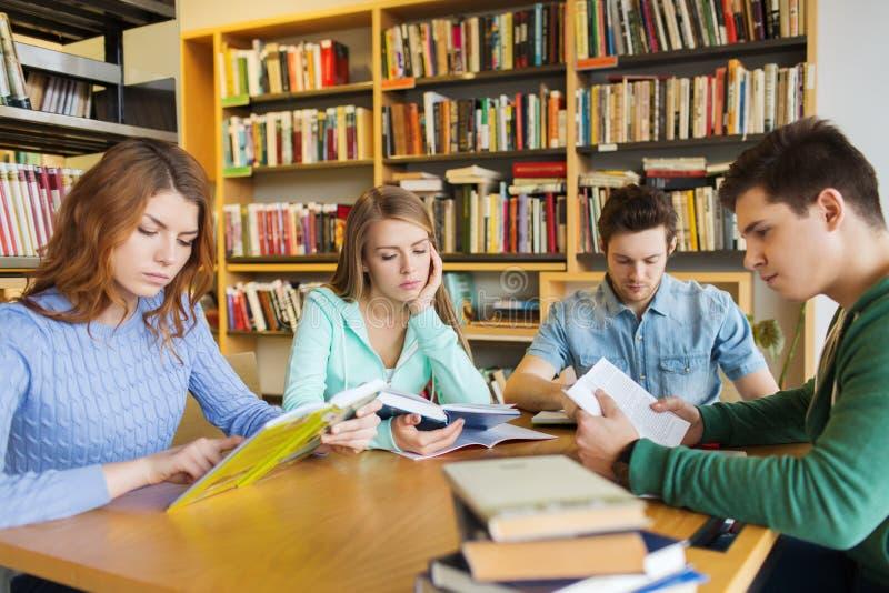 Risultato immagini per studenti in biblioteca