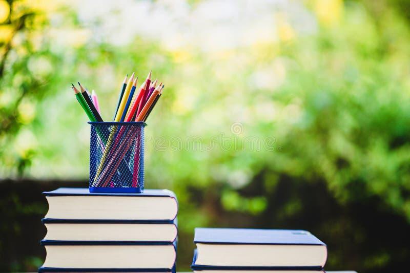 Libri di studio e materiali di apprendimento immagine stock libera da diritti