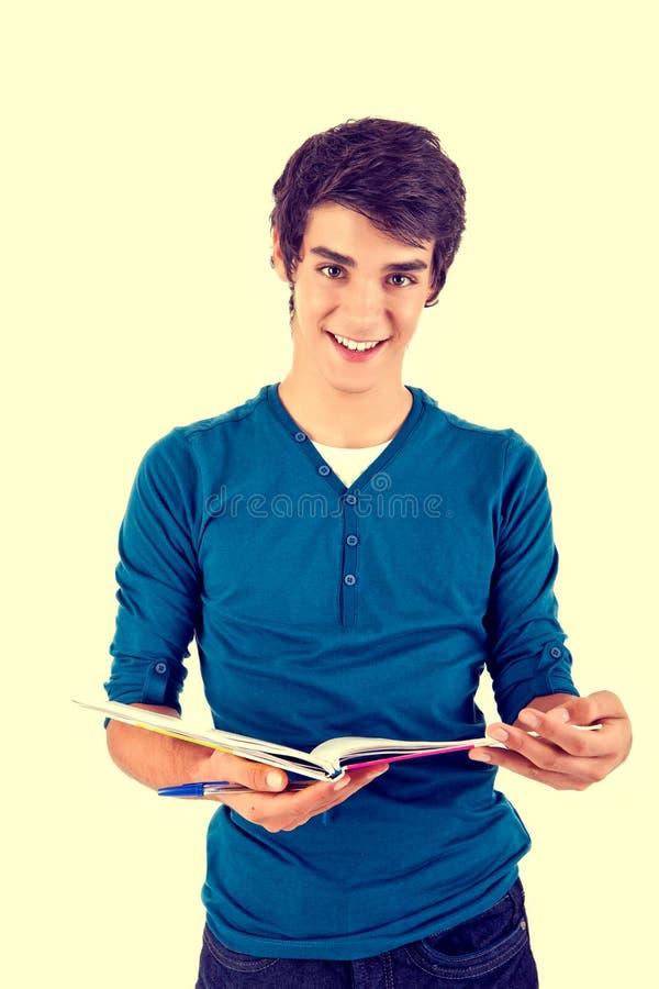 Libri di trasporto del giovane studente felice immagine stock