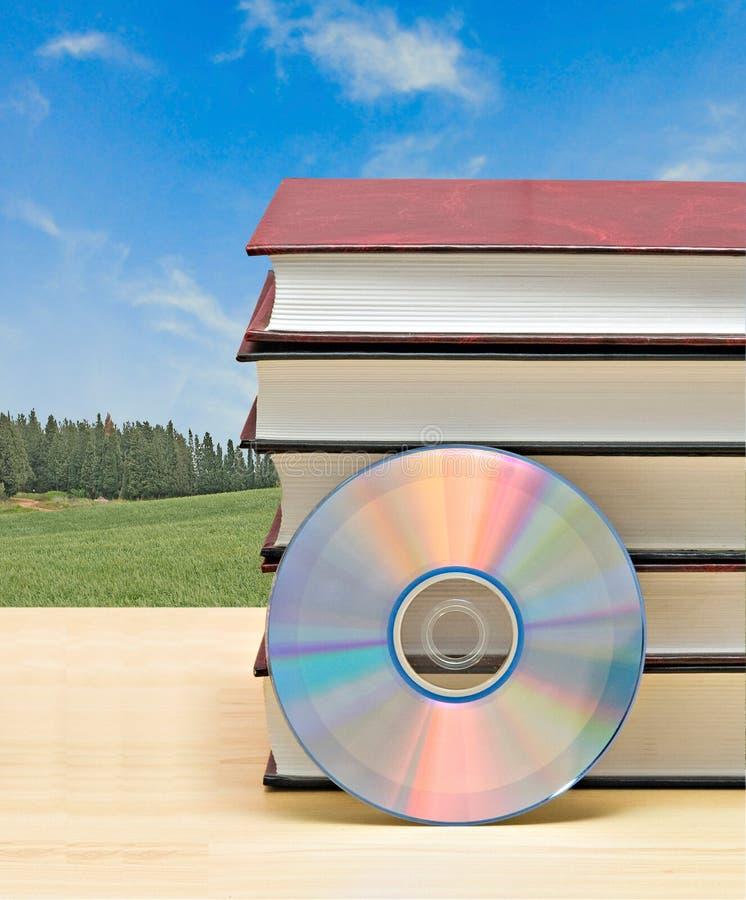 Libri e dvd fotografia stock libera da diritti