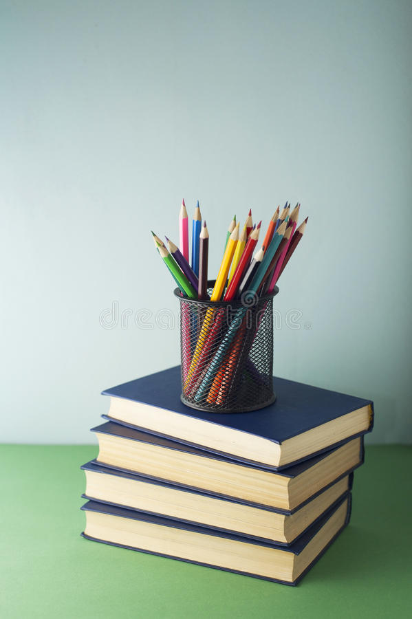 Libri e matite immagini stock libere da diritti
