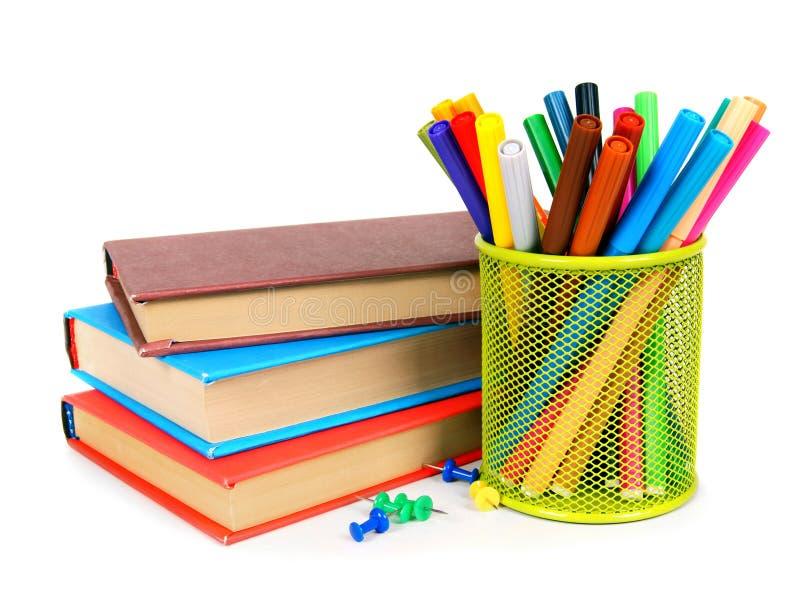 Libri e matite Su fondo bianco immagini stock libere da diritti