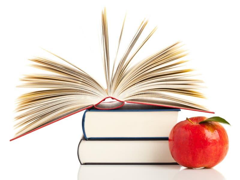 Libri e mela immagine stock libera da diritti