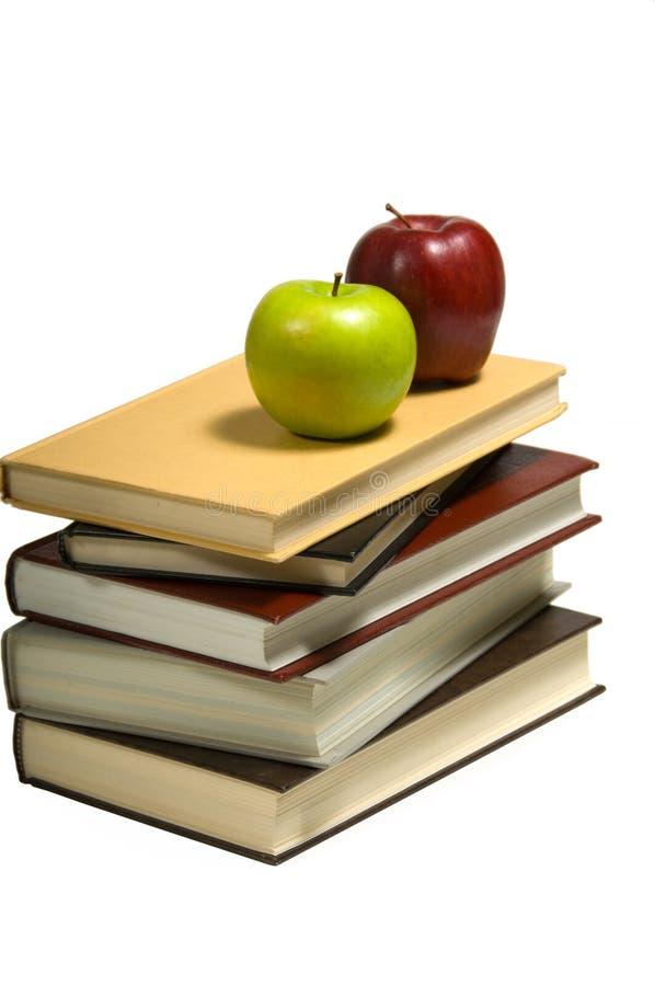 Libri e mele di banco immagine stock