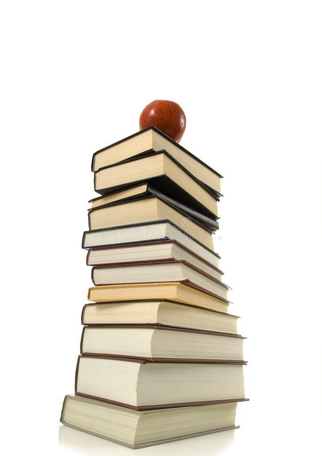 Libri ed Apple immagine stock