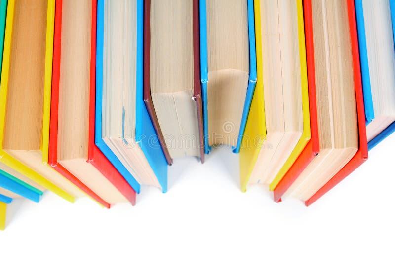 Libri Multi-coloured Su fondo bianco fotografie stock libere da diritti