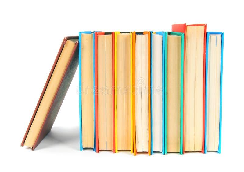 Libri Multi-coloured Su fondo bianco immagini stock libere da diritti