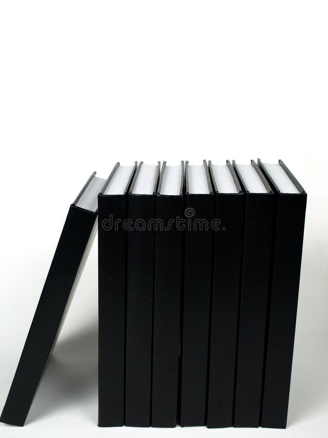 Libri neri vicino a vicenda fotografie stock libere da diritti
