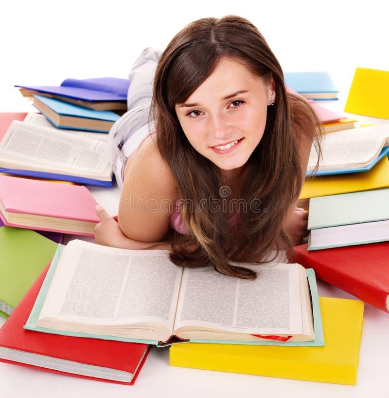Libro abierto de la lectura de la muchacha. imagenes de archivo