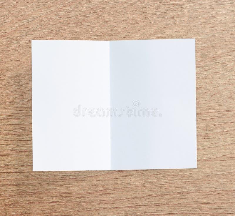 Libro Bianco sulla Tabella di legno di fondo fotografie stock