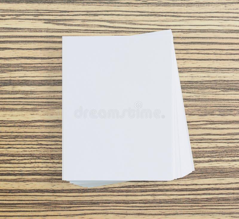 Libro Bianco sulla Tabella di legno di fondo fotografia stock