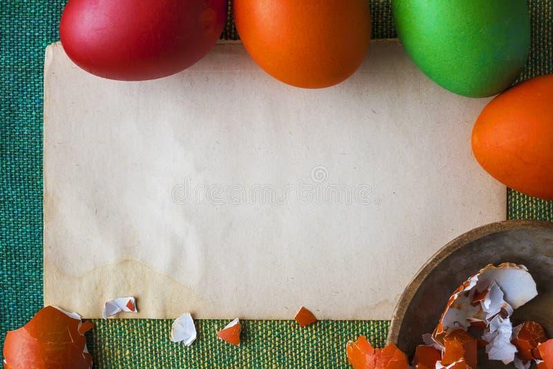 Libro Bianco variopinto delle uova di Pasqua del fondo fotografia stock libera da diritti