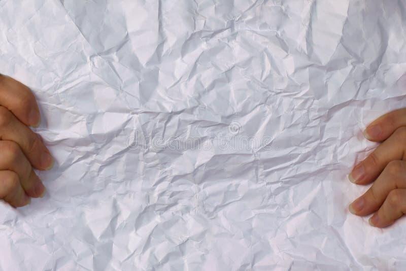 Libro Blanco arrugado control femenino de las manos fotos de archivo