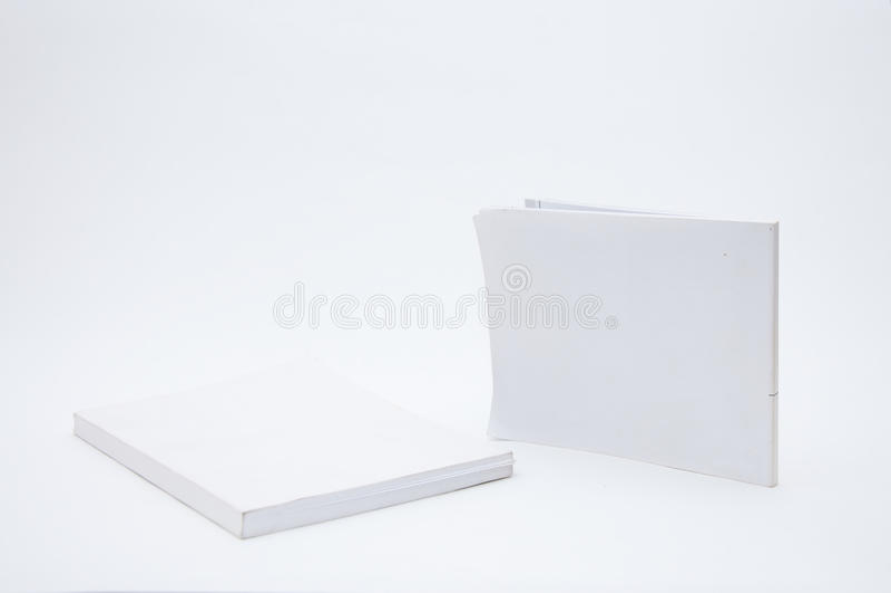 Libro blanco de la cubierta en blanco foto de archivo