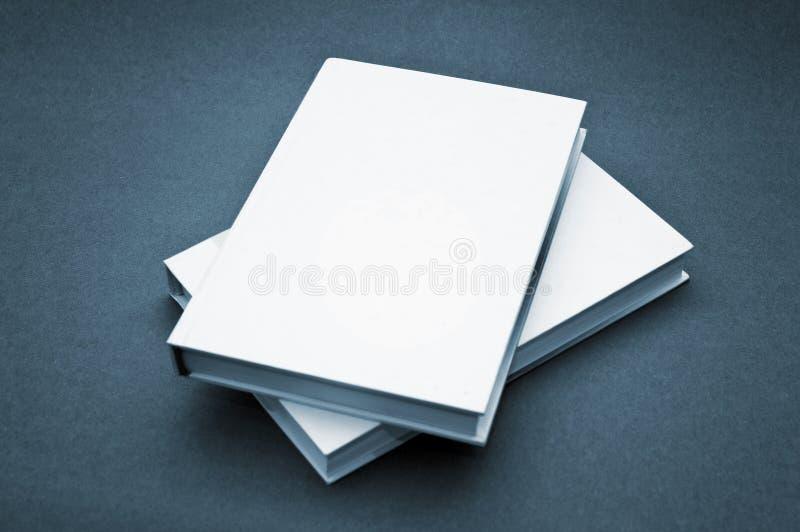 Libro blanco de la cubierta en blanco imagen de archivo libre de regalías