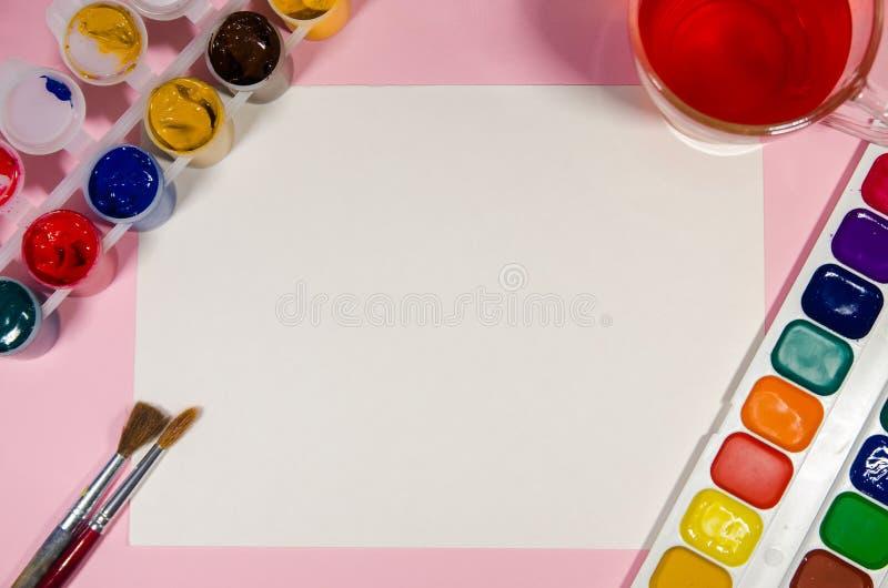 Libro Blanco para dibujar con colores imagen de archivo libre de regalías
