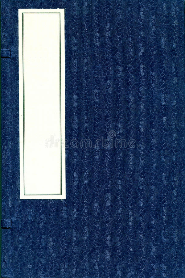 Libro chino antiguo con la cubierta de seda modelada fotografía de archivo libre de regalías
