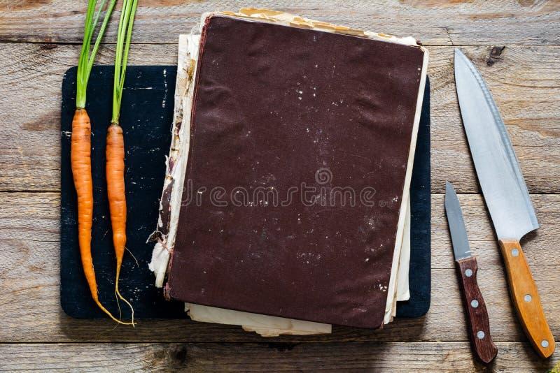 Libro d'annata del cuoco fotografia stock libera da diritti