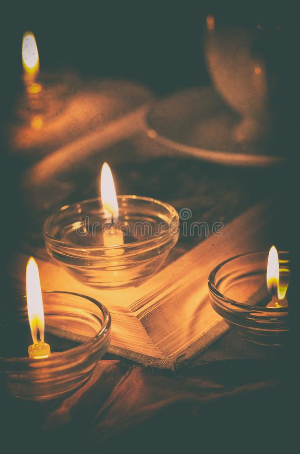 Libro da lume di candela immagine stock libera da diritti