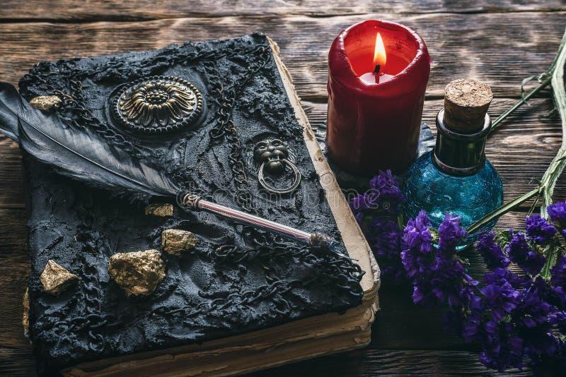 Libro de la magia imagen de archivo libre de regalías
