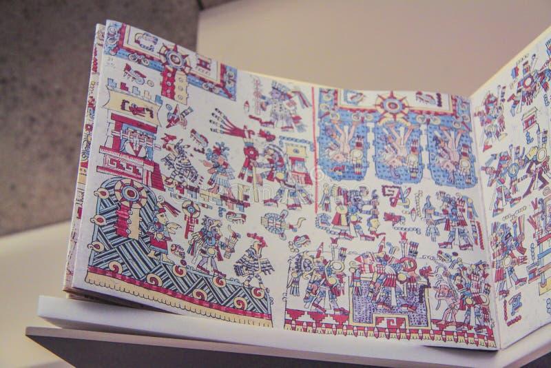 Libro de la religión del arte del maya imagen de archivo